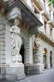 Estátuas na entrada Imagens de Stock Royalty Free