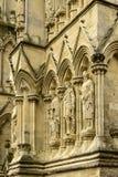 Estátuas na fachada da catedral, Salisbúria imagens de stock royalty free