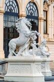 Estátuas no jardim do palácio do Belvedere, Viena, Áustria fotos de stock royalty free