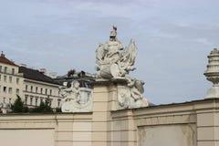 Estátuas no jardim Viena de Belvederegarten fotos de stock royalty free