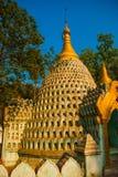 Estátuas pequenas de buddha pagoda Amarapura, Myanmar burma Foto de Stock