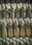 Estátuas pequenas de Jizo no templo de Hase-dera no kama Kura Fotos de Stock