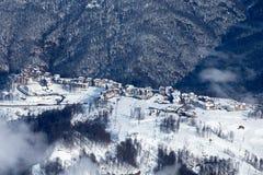 Estância de esqui de Rosa Hutor e montanhas caucasianos Fotografia de Stock