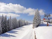 Estância de esqui do inverno imagem de stock royalty free
