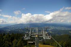 Estância de esqui durante o verão imagens de stock royalty free