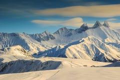 Estância de esqui famosa e picos bonitos, Aiguilles D'Arves, Les Sybelles, França Imagem de Stock Royalty Free