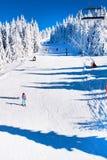 Estância de esqui Kopaonik, Sérvia, elevador de esqui, inclinação, esqui dos povos Fotografia de Stock