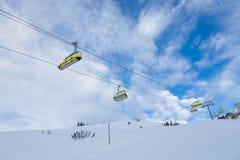 Estância de esqui suíça no inverno frio foto de stock