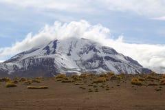 Esté en la luna el la Luna Landscape del valle o de Valle de con los volcanes en el desierto de Atacama Fotos de archivo libres de regalías