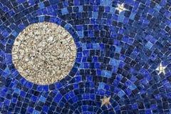 Esté en la luna y las estrellas en el cielo azul, tejas de mosaico Fotografía de archivo