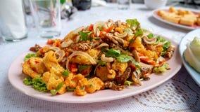 Estómago curruscante de los pescados en ensalada picante Fotografía de archivo