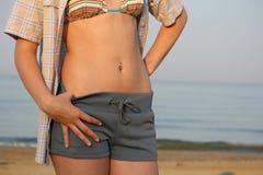 Estómago femenino hermoso. Fotos de archivo