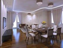 Estúdio bonito da sala de visitas com mesa de jantar Imagens de Stock Royalty Free