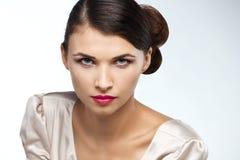 Estúdio da forma disparado da mulher bonita imagem de stock royalty free