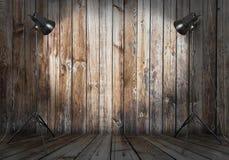 Estúdio da foto na sala velha imagens de stock