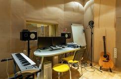 Estúdio de gravação sonora da academia do interior moderno da educação Imagem de Stock