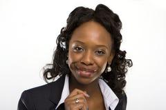 Estúdio de Solated disparado de uma mulher de negócios de sorriso fotos de stock royalty free