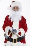Estúdio disparado de Santa Claus Holding Credit Card Reader fotos de stock