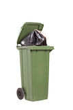 Estúdio disparado de um balde do lixo verde grande Fotos de Stock Royalty Free