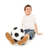 Estúdio do menino do futebol isolado Imagens de Stock
