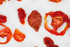Estúdio próximo acima de tomates secados Fotografia de Stock Royalty Free