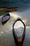 Est descendu dans le coucher du soleil de soirée dans le pokhara Images libres de droits