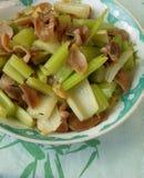 Estômago fritado dos peixes do aipo do alimento agitação chinesa Foto de Stock Royalty Free