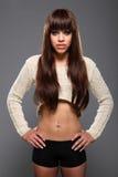 Estômago liso e cabelo longo do modelo de forma 'sexy' Imagem de Stock