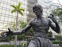 Est?tua de Bruce Lee em Hong Kong Garden das estrelas imagem de stock royalty free