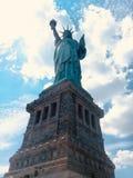 Est?tua de liberdade & de por do sol de New York City fotos de stock