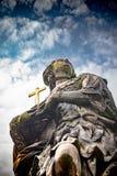 A est?tua de Saint Barbara, Margaret e Elizabeth em Charles Bridge Prague, Rep?blica Checa imagens de stock royalty free