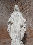 Est?tua na pedra da Virgem Maria imagem de stock