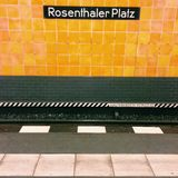 Estação Berlim do u-bahn de Rosenthaler Platz Fotos de Stock Royalty Free