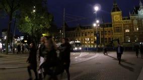 Estação central em Amsterdão os Países Baixos na noite vídeos de arquivo