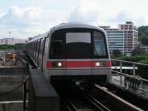 Estação da aproximação do trem do trânsito fotografia de stock