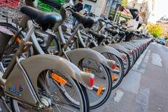 Estação da bicicleta de Velib em Paris, França Foto de Stock Royalty Free