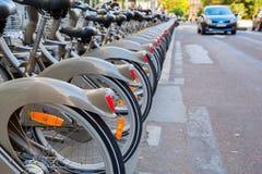 Estação da bicicleta de Velib em Paris, França Fotos de Stock Royalty Free