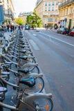 Estação da bicicleta de Velib em Paris, França Fotografia de Stock