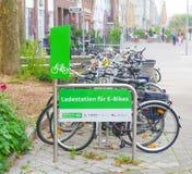 Estação da carga para bicicletas elétricas Fotografia de Stock Royalty Free