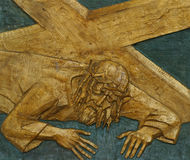 a 7a estação da cruz, Jesus cai a segunda vez Foto de Stock Royalty Free
