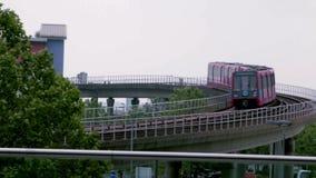 Estação das zonas das docas de DLR em Londres video estoque