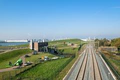 Estação de bombeamento, estrada de ferro e o canal, a via navegável do nenhum fotos de stock royalty free