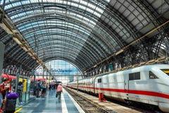 Estação de caminhos-de-ferro da central de Francoforte Foto de Stock Royalty Free
