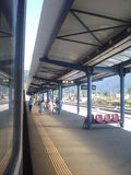 Estação de caminhos-de-ferro de Busteni em Romênia o 2 de setembro de 2015 Imagem de Stock
