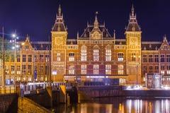 Estação de caminhos-de-ferro central de Amsterdão - Países Baixos Imagens de Stock Royalty Free