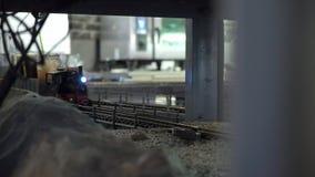 Estação de caminhos de ferro do restaurante em Praga vídeos de arquivo