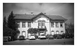Estação de caminhos-de-ferro histórico restaurado de Turquia fotografia de stock
