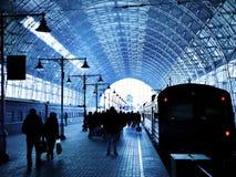 Estação de comboio coberta foto de stock