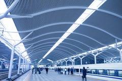 estação de comboio com por do sol foto de stock