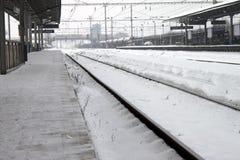 Estação de comboio do inverno fotos de stock royalty free